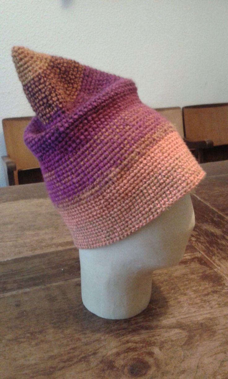 Cappello in lana, lavorazione a uncinetto. Ideato e creato da Filonellamente.