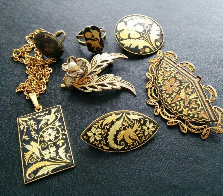 Vintage Spanish Damascene Flower Filigree Gold Tn Flower