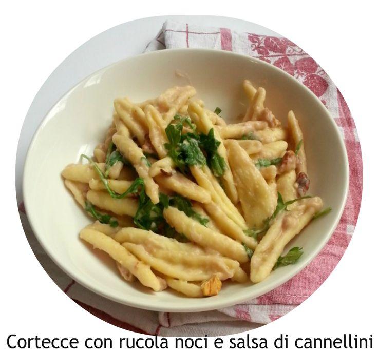 """Cortecce con rucola noci e salsa di cannellini  Ingredienti:  450 g di pasta tipo """"Cortecce""""  400 g di fagioli cannellini lessati  1 mazz..."""