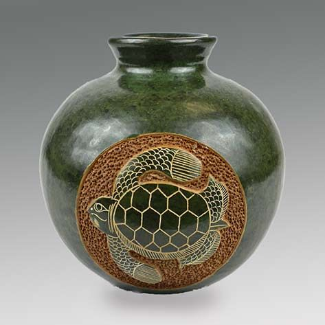 Vase-Handcrafted-Nicaragua--Turtle-Artisan-in-San-Juan-de-Oriente