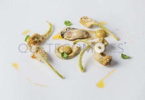 Alcachofas fritas con ostras Gillardeau y aceitunas líquidas | Restaurante Alborada en A Coruña