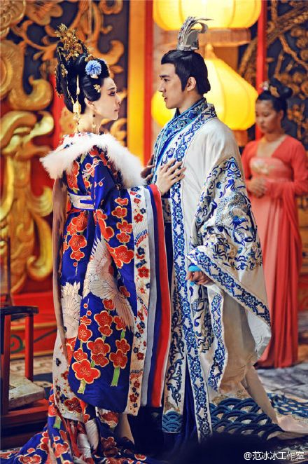 17 of Fan Bingbing's most stunning costumes in The Empress of China. Ancient Chinese fashion and costumes seen in period drama and films. 'The Empress of China' Fan Bing Bing and Aarif Lee #chinesecelebrities