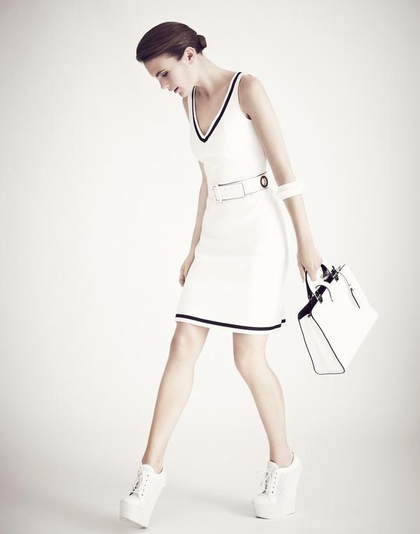Black & White photographed by Jose Herrera - iLike minus the shoes: Shoes, White Mujer, White Minis Dresses, Minis Dog Qu, Black White Photography, Mini Dresses, White Mini Dress, White Photographers