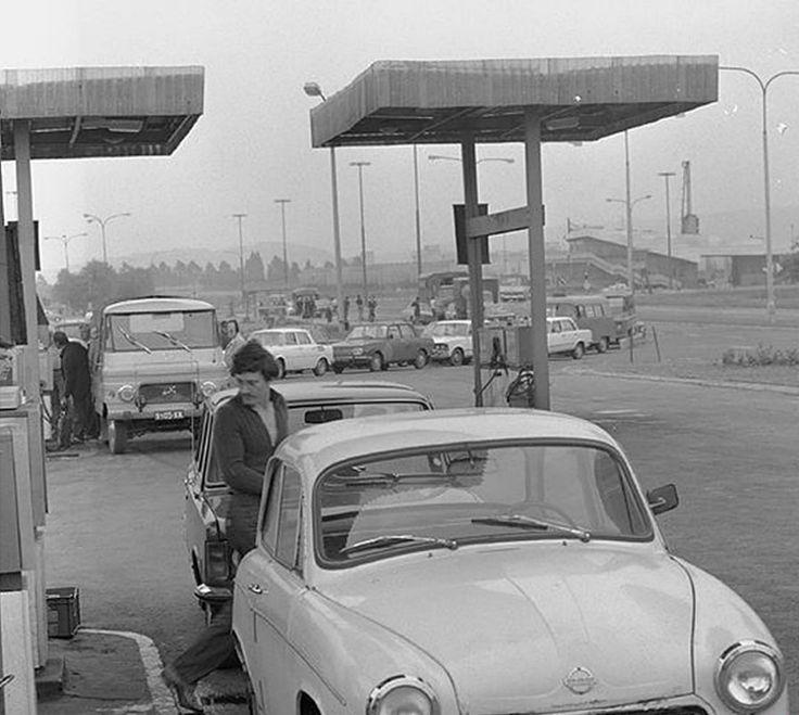 Stacja benzynowa przy ul. Radzikowskiego. Kraków, 1976 rok.