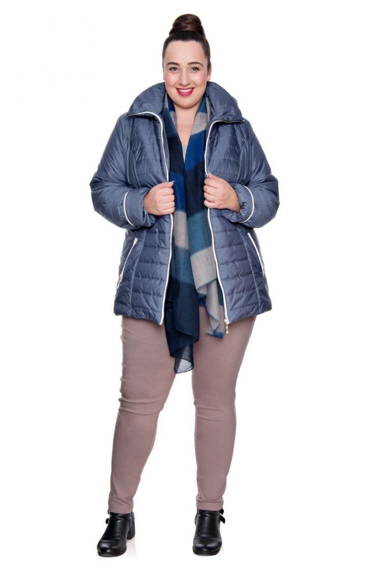 Niebieska kurtka z kapturem białe wstawki - Modne Duże Rozmiary