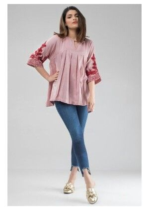 955c3f1ecb3 Pin by Syeda Humma on Pakistani fashion in 2019 | Short kurti designs,  Short frocks, Dress over pants