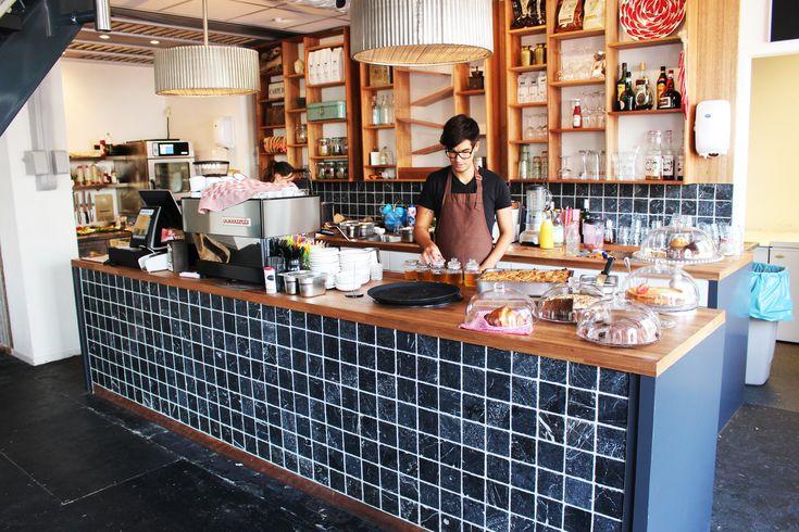 Your Coffee  Un chouette endroit où se réchauffer, flâner en buvant un bon café et en partageant un morceau de tarte ou pour un lunch pas trop cher!