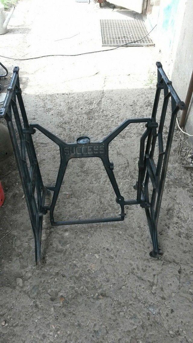 Prodám šicí stroj,litinové nohy Bobbin-Success. - obrázek číslo 1