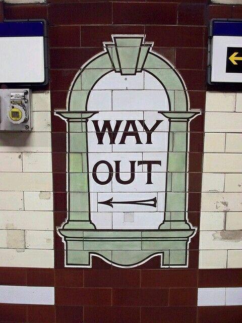 "Señal ""salida"".Metro Londres."