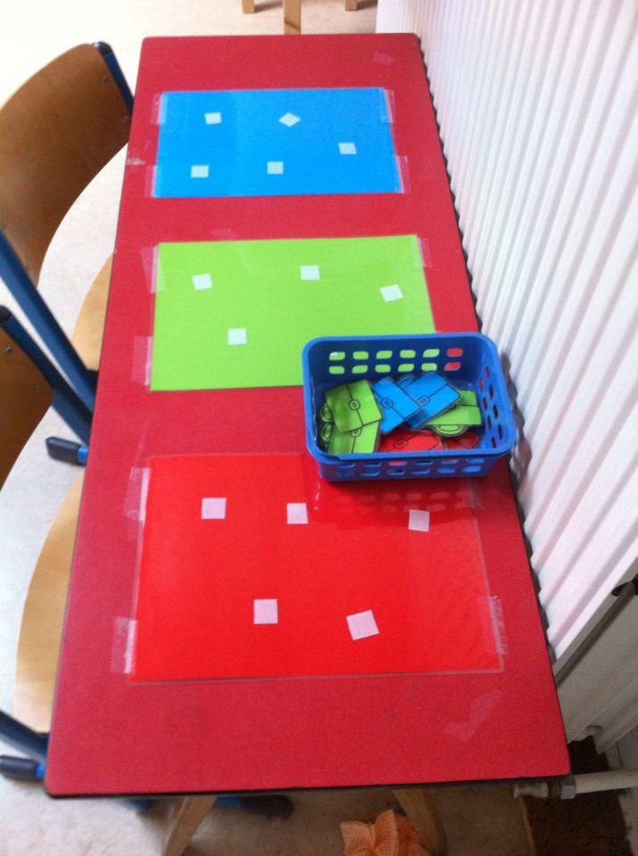 Boekentassen sorteren (kleur)