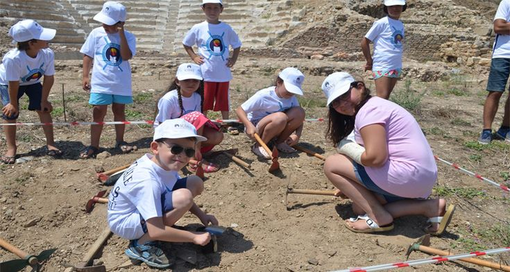 Küçük arkeologlar antik kentte kazı yaptılar. http://724kultursanat.com/kucuk-arkeologlar-kazi-yapti/  #arkeoloji #tarih #tarihikazı #çanakkale #içdaş #parionantikkenti #parion #apollonsimtheion #tarihikent #küçükarkeolog