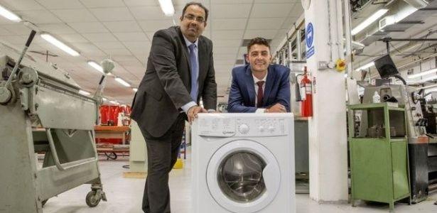 A mudança simples nas máquinas de lavar que reduz custo de transporte e poluição - além de dores nas costas