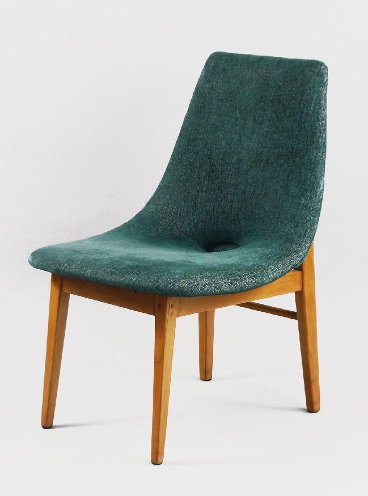 """Krzesło """"Muszla"""" projektu Hanny Lechert o konchowej formie oparcia przechodzącego w siedzenie, wyściełane, z owalnym wgłębieniem pośrodku, opartego na ramowej drewnianej konstrukcji, wsparte na czterech graniastych, zbieżnych ku dołowi nogach, tylnych spiętych toczoną, prostą łączyną. brzoza, sosna; 77 x 50 x 60 cm; Polska, projekt 1956 rok - Hanna Lachert, wykonanie Spółdzielnia Artystów ŁAD po 2 poł. lat 50. XX w."""