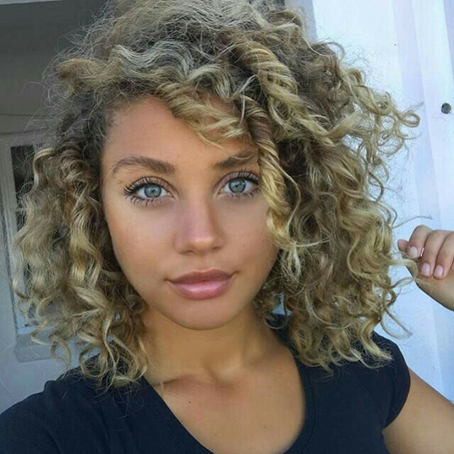 Babes Young Curly Blonde Girl With Long Hair And Blue Eyes 1