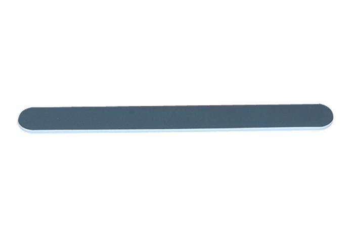 Lima americana negra. La lima de grano medio, es la ideal para bajar la longitud y dar forma a la uña natural, está pensada tanto para manicuras como para pedicuras. Con esta lima es con la que empezamos a trabajar las manos y los pies.  www.outletmandara.com
