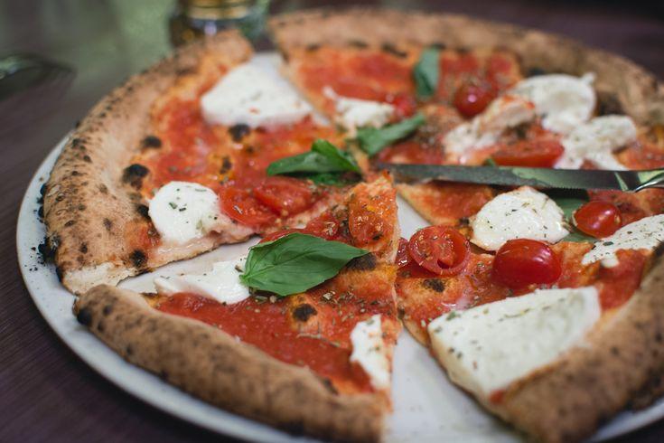 Recetas vegetarianas: pizza tomate, mozzarella, albahaca  #pizza #food #veggie #vegetarian #healthy