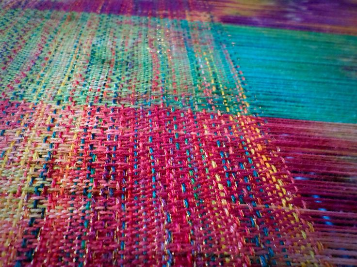 Crackle weave with glitter thread on a hand dyed cotton warp #weaving #crackleweave #handdyed