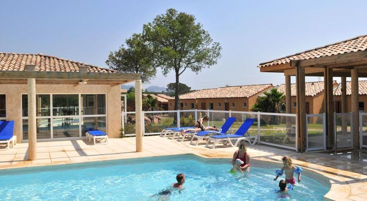 Résidence Goelia Le Village Azur Puget-sur Argens Le Village Azur is located in Puget-sur-Argens, within 12 km from Fréjus and Saint-Raphaël. The adjoined villas are set in a 3 hectares park. There is a heated outdoor swimming pool with a solarium and a fitness room on site.