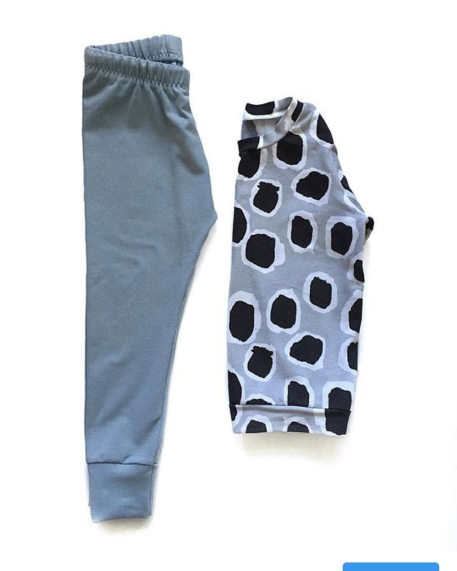 Our Light Dusty Blue fabric is the perfect pairing to our Mono Leopard fabric. Either as a top or leggings. Having materials that match so you can put outfits together has been an aim for us this year. Mix plain with bold prints or be a little more adventurous and wear the prints together. • • #boldprints #albieandsebastian #outfitinspiration #kidsoutfits #kidsoutfitinspo #babyleggings #babytops #toddlerleggings #toddlertops #littletrends #littlefashion #littlefashionista #tendytots…