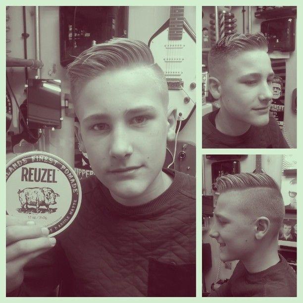 WEBSTA @ janpietjorisencorneel - Aaron met de nieuwe Reuzel Matt Pomade. #janpietjorisencorneel #knippen #muziek #haar #baard #reuzel #suavecito #uppercutdeluxe #apothecary87 #ungarischebartwickse #spanbroek #herenkapper #barbier #wahl #tondeuze #convexmaster #schaar #schmiere #Opmeer #Hoogwoud #westfriesland #Obdam