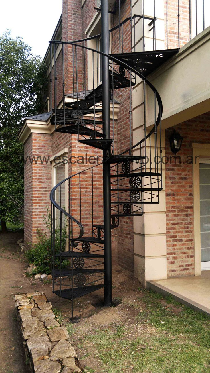 11 best escaleras images on pinterest spiral staircases for Gradas de caracol