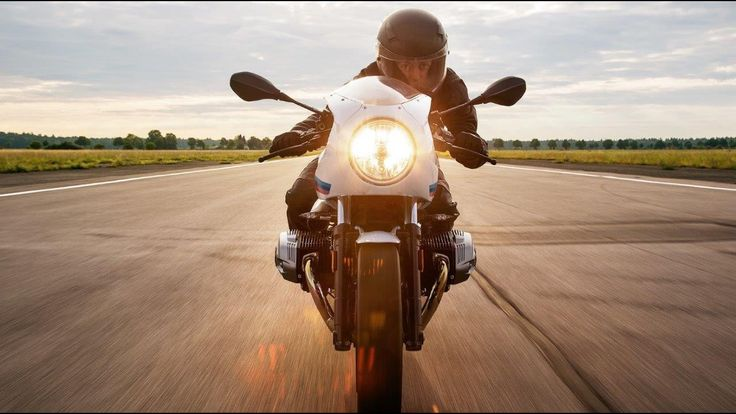 In The Spotlight - The new BMW R nineT Racer