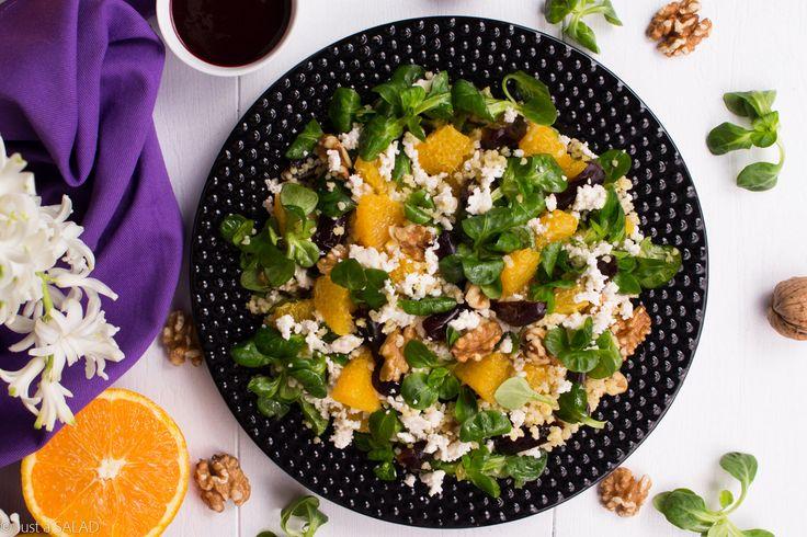 BZOWY PORANEK. Sałatka z kaszą jaglaną, roszponką, pomarańczą, daktylami, orzechami włoskimi, białym serem i bzowym sosem.