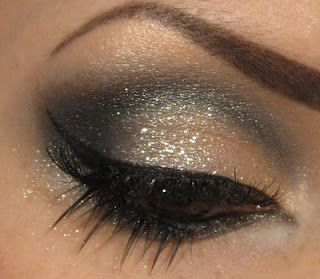 Glitter eyeshadow - Love this kind of eyeshadow, i have my own and its just amazing:)