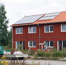 Photovoltaikanlage und thermische Solaranlage auf dem Dach. Montage durch die Dachdeckerei Bente GmbH & Co. KG in Bordesholm (24582) | Dachdecker.com