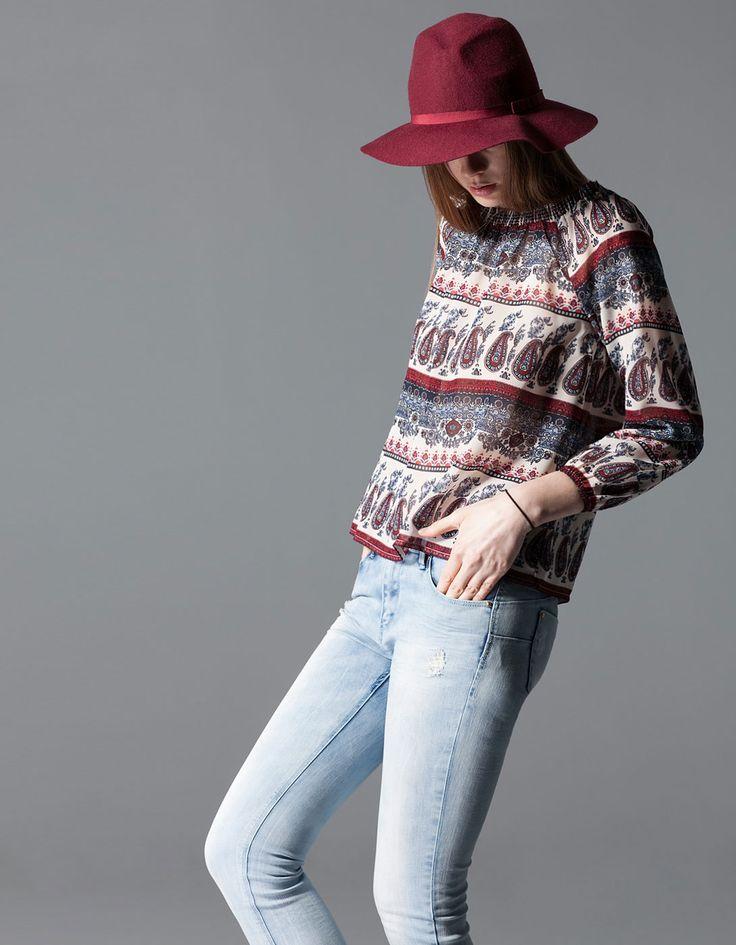 Bluzka w stylu boho z gumką na dekolcie - 79,90 PLN