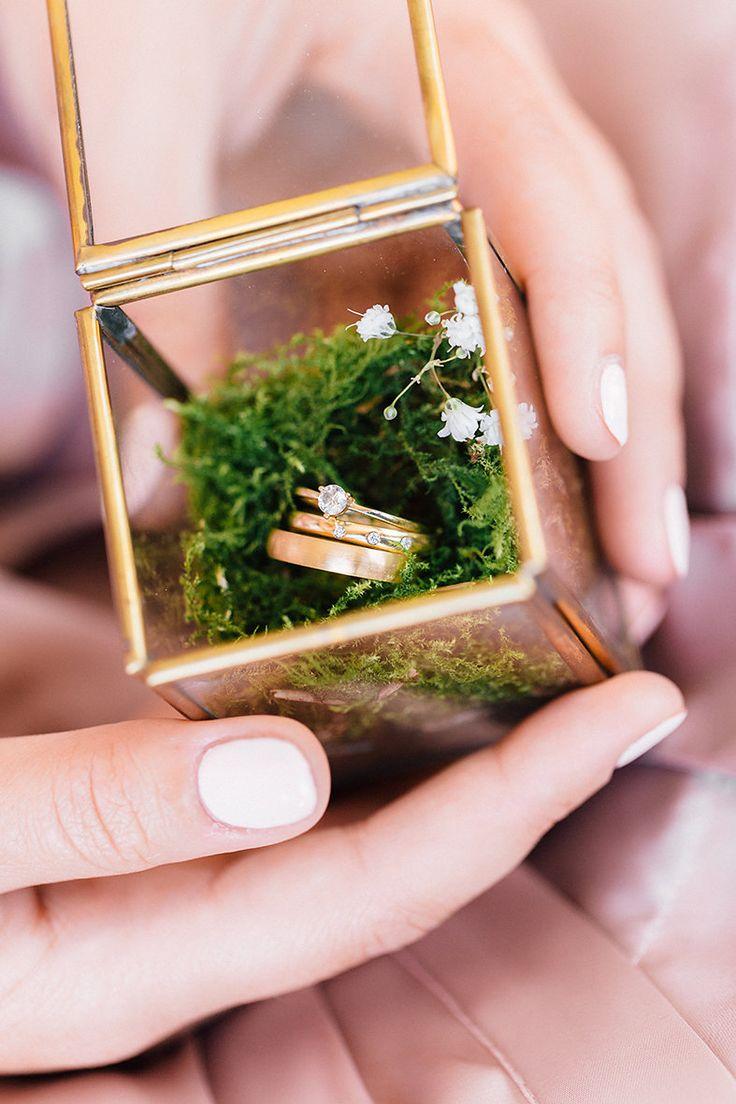 Süße Scheunenhochzeit von Lilly Karsten Photography https://www.fraeulein-k-sagt-ja.de/real-weddings/suesse-scheunenhochzeit-von-lilly-karsten-photography/
