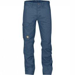 Fjällräven Greenland Jeans. De Greenland Jeans van het Zweedse outdoormerk Fjällräven is een functionele broek met klassieke jeans-pasvorm van sterk G-1000 HeavyDuty. Breng een urban look naar de natuur, en andersom.Als een jeans - maar net even functioneler. #herenmode #zomercollectie #zomerkledingheren #zomerkleding