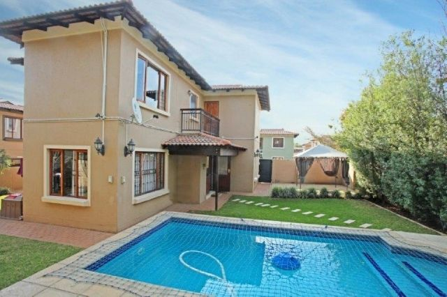 3 Bed | 2.5 Bath | Double Garage in Honeydew Manor Contact me to view Annie 083 600 2185 antoinettem@everitt.co.za