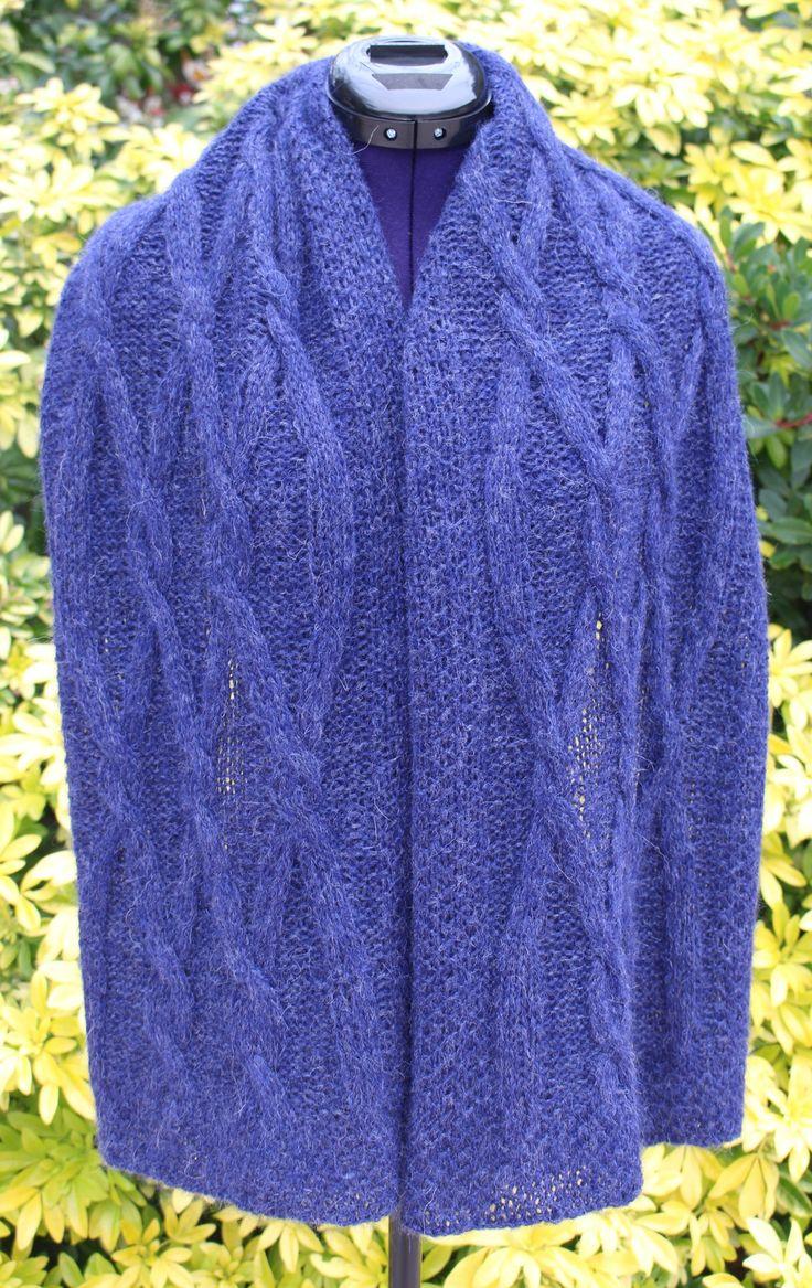Étole fait main, châle tricoté bleu nuit, poncho alpaga, châle plaid chaud, grande écharpe à torsades, cape bleu foncé, foulard laine femme https://chaliere.tictail.com/ #chaliere #tictail #madeinfrance