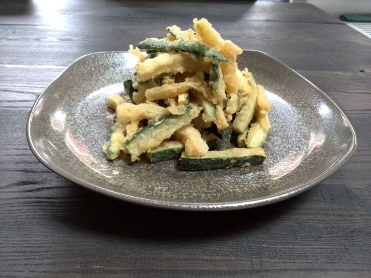 Het recept van deze week is Zucchini fritti, lekker als snack met citroenmayonaise, maar ook lekker als bijgerecht met een heerlijke Chardonnay uit Puglia! http://numero-v.com/recept-week-42-zucchini-fritti/ #courgette #zucchini #fritti #chardonnay #puglia #wine #numerovino #foodpairing #recipe