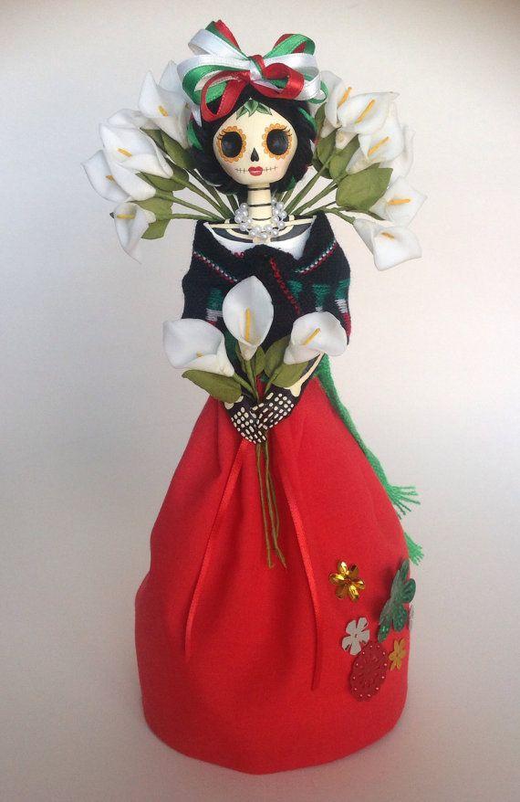 Mexicana con alcatraces. Catrina de papel mache.  por LaCasaRoja