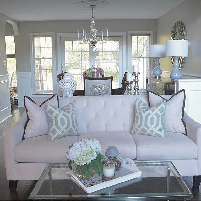 Chic & sophisticated. Neutral elements with subtle additions of color make for a calm and inviting room. We love your style @inspiredbydecor