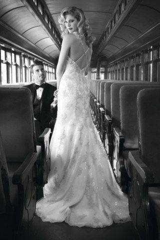 Vestidos de noiva com decote nas costas Como se transformar em uma noivinha 2 em 1 em único passo: inspire-se em um dos 55 modelos de vestidos de noiva com decote nas costas...