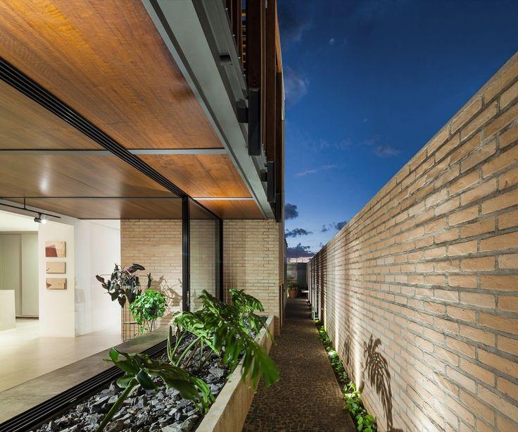 www.veredas.arq.br---- Pin Veredas Arquitetura--- Inspiração Galeria de Casa RL / COA Associados - 2