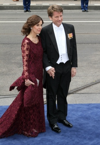 Princess Anita,  wife of Princess Margriet's son Pieter Christiaan, did not wear a hat. Anita had brain surgery a few months ago and it was great to see her looking so well.