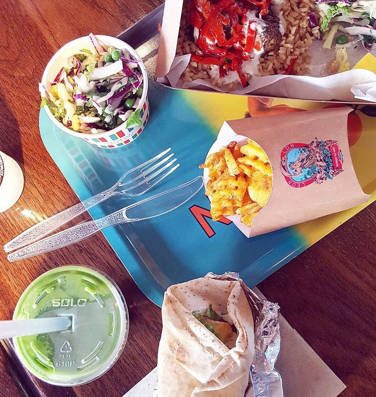 Vee has been poorly and I've been so run down over New Years so I decided to stop for some well-needed vitamins at @LeonRestaurants as I popped into town to get a couple of bits for my hospital bag . So tasty and it felt good after over a week of Christmas food!  Fingers crossed after their 'Clean Green' shake I won't catch Vees nasty cold. Town was so busy I dashed about then escaped before the crowds appeared.....   I can safely say I've never walked around Primark looking for the biggest…