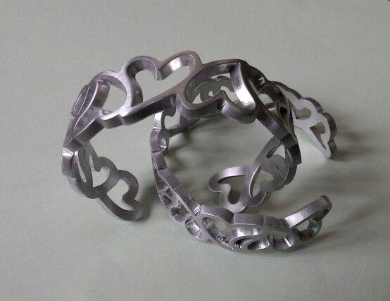Bracciali Valentine, alluminio, tra pochi giorni disponibili su shop.auralma.com Valentine aluminium bracelets, cooming soon on shop.auralma.com