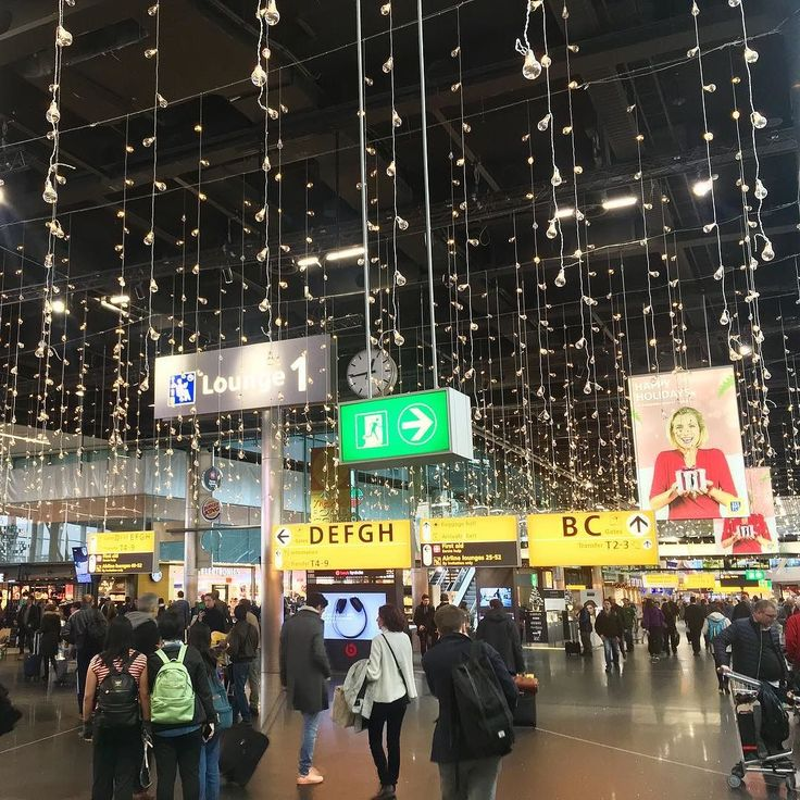 Happy traveling holidays! #schiphol #wishes #christmas #flying #airport @klm @schiphol - from Instagram