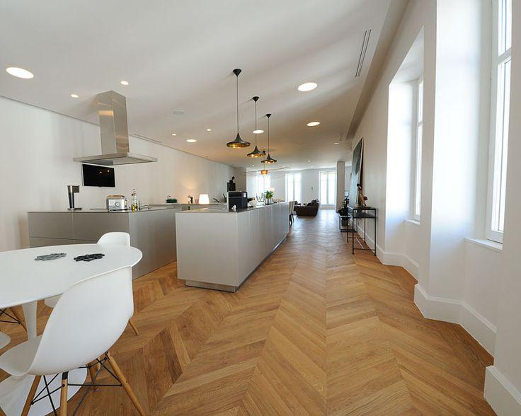 oltre 25 fantastiche idee su pavimenti a spina di pesce su pinterest pavimento con motivo a. Black Bedroom Furniture Sets. Home Design Ideas