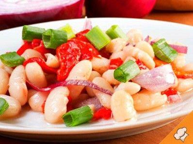 Фасолевый салат с соусом песто (веганский)