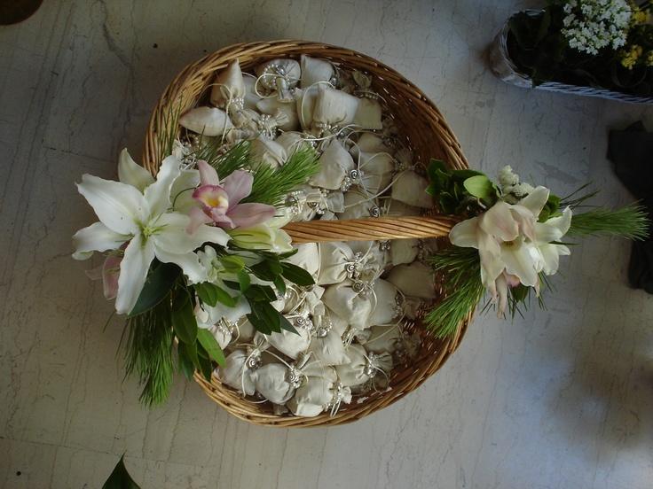 Moustakas flowers-Floral Basket #weddingdeco #floralbasket #flowers