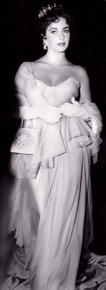 Elizabeth Taylor at the Oscars - 1957 - @~ Mlle #dressmaking #calicolaine