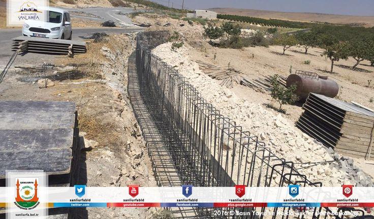 #BüyükşehirHerYerde Karaköprü İlhan mahallesinde 215 metre uzunluğunda istinat duvarı yapım çalışmalarına başladık. Hayırlı olsun.