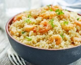 Risotto de quinoa aux crevettes : http://www.fourchette-et-bikini.fr/recettes/recettes-minceur/risotto-de-quinoa-aux-crevettes.html