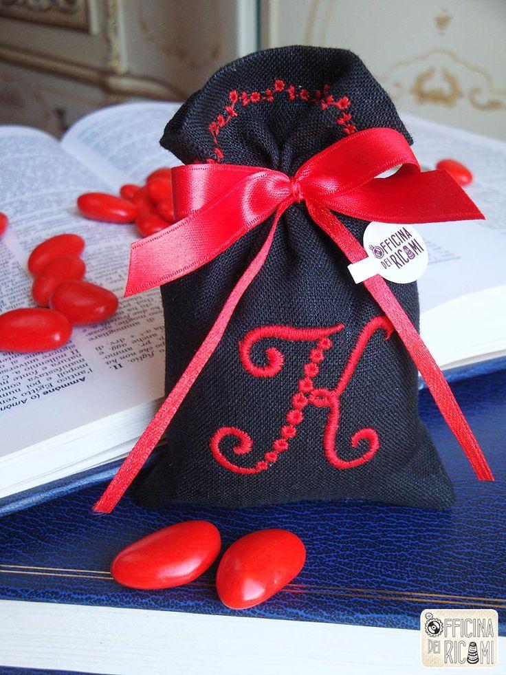 Sacchetti porta confetti per Laurea - modello: Cardinale - Officina dei Ricami